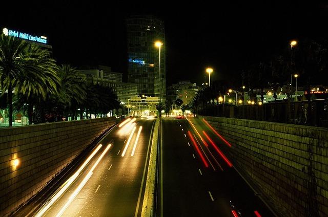 lumini-356001_640