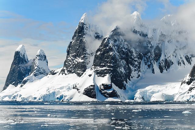 antarctica-482689_640